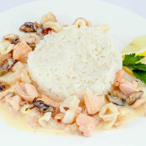 Рис отварной с морепродуктами 150/100 гр. Кафе-бар Черри Одинцово