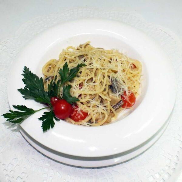 Спагетти с грибами 280 гр. Кафе-бар Черри Одинцово